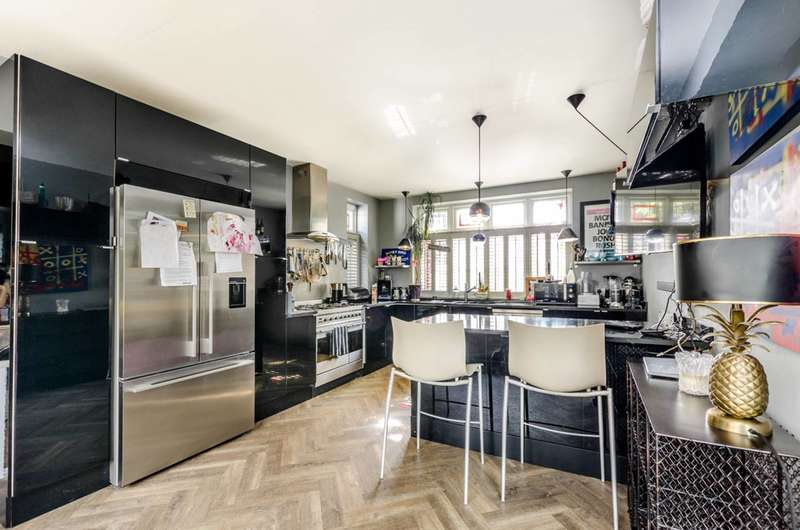 4 Bedrooms Semi Detached House for sale in Holt Road, Wembley, HA0