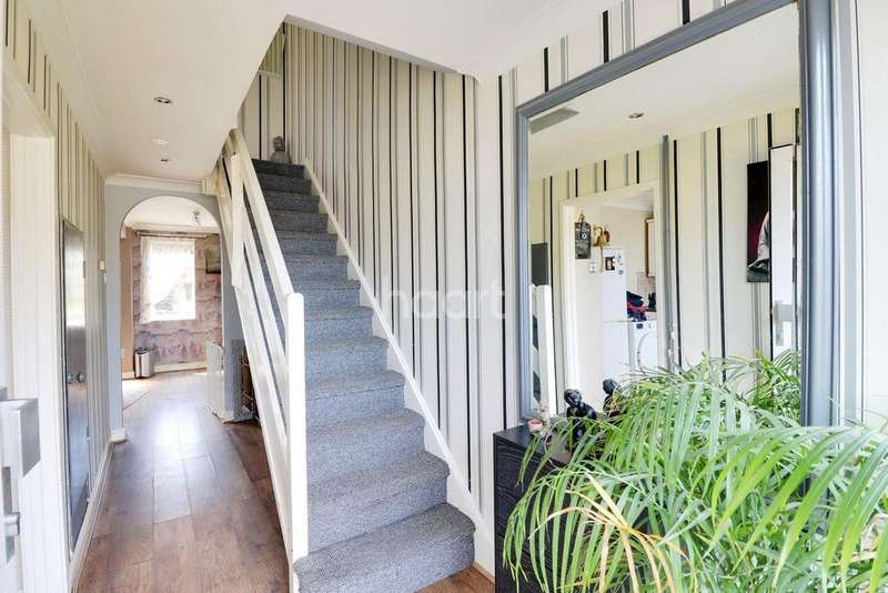 3 Bedrooms Terraced House for sale in Bagwicks Close, LU3