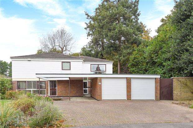 5 Bedrooms Detached House for sale in Clare Avenue, Wokingham, Berkshire
