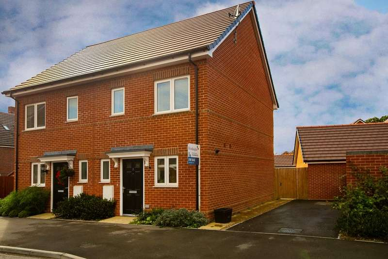 2 Bedrooms Semi Detached House for sale in Marlow Place, Spencers Wood, Reading, RG7 1UF