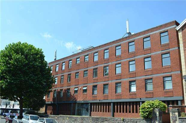 2 Bedrooms Flat for sale in Ashbourne House, Fishponds Rd, Bristol, BS5 6SH