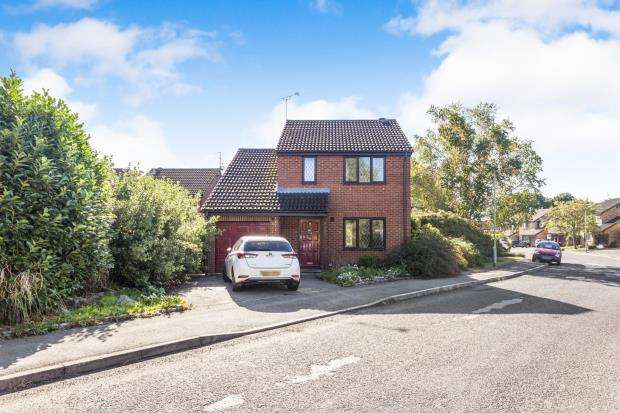 4 Bedrooms Detached House for sale in Lower Earley, Reading, Berkshire