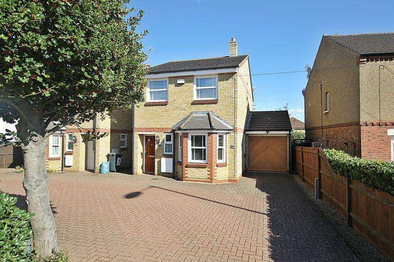 3 Bedrooms Detached House for sale in Ampthill Road, Flitwick