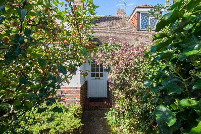 3 Bedrooms Detached Bungalow for sale in Homefield Road, Seaford