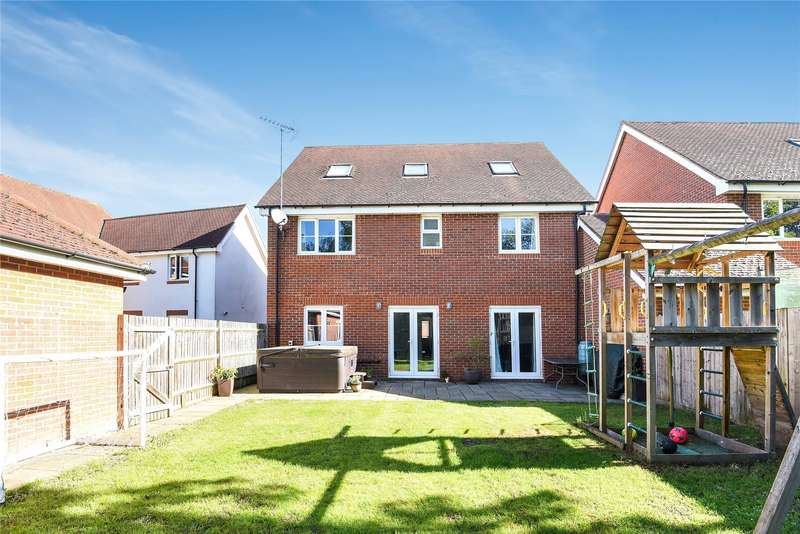 5 Bedrooms Detached House for sale in Wheatsheaf Close, Sindlesham, Wokingham, Berkshire, RG41