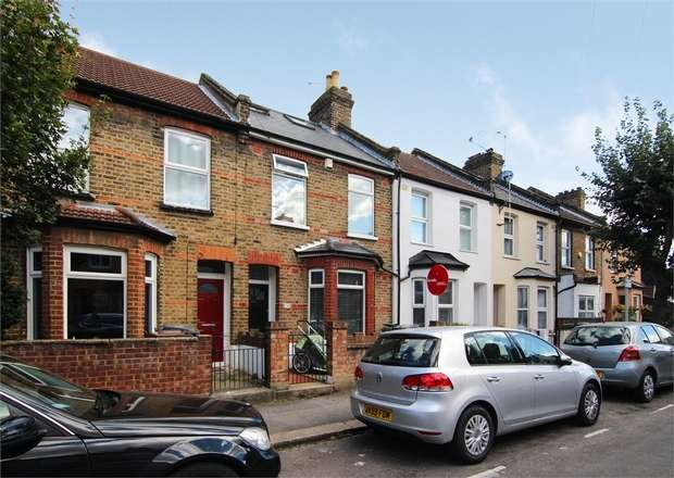 3 Bedrooms Terraced House for sale in Park Road, Walthamstow, London