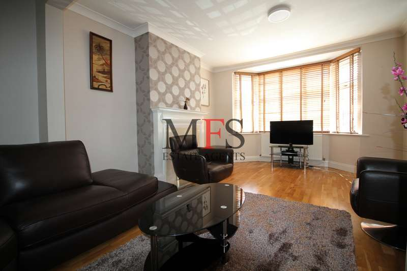 4 Bedrooms Semi Detached House for sale in Minterne Avenue, Norwood Green, UB2