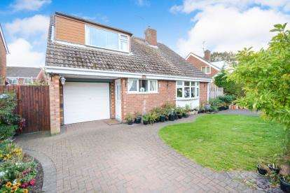 4 Bedrooms Detached House for sale in Minster Drive, Cherry Willingham, Lincoln, .