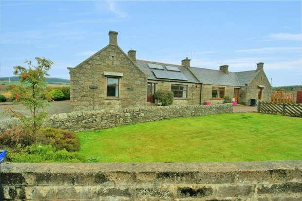 3 Bedrooms Semi Detached Bungalow for sale in Banks Cottages, Fraserburgh, Aberdeen, AB43 6RH