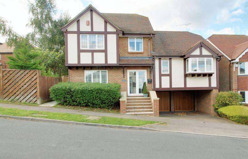 4 Bedrooms Detached House for sale in Hill Rise, Cuffley