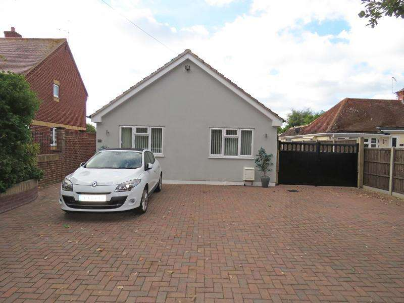 3 Bedrooms Bungalow for sale in Salterns Lane, Hayling Island