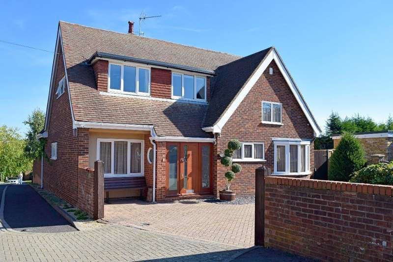 5 Bedrooms Detached House for sale in Old Road, Harlow, Essex, CM17 0HQ