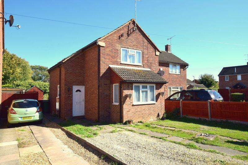 3 Bedrooms Semi Detached House for sale in Meadowcroft, Aylesbury