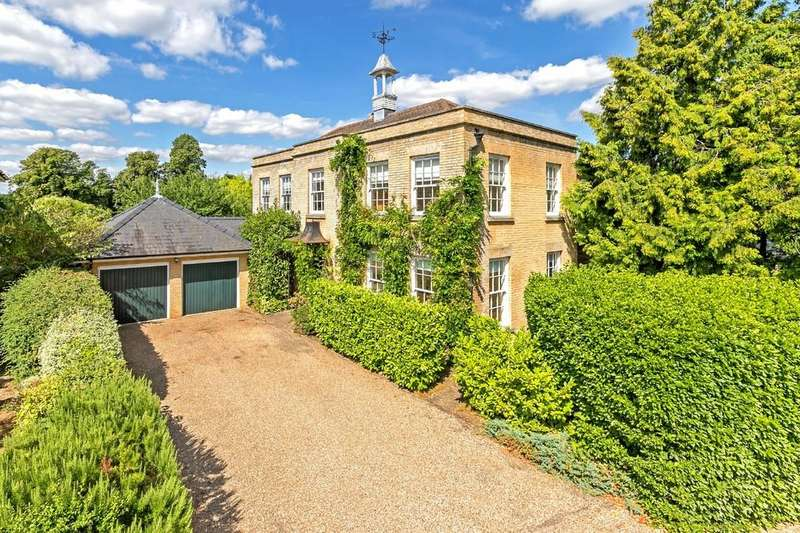 4 Bedrooms Detached House for sale in Lakes Court, Stanstead Abbotts, Nr Ware