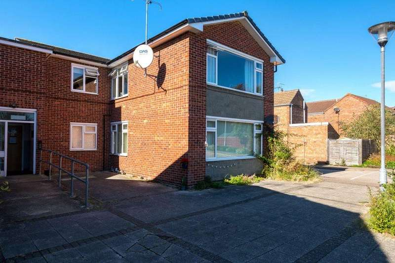 2 Bedrooms Flat for sale in Owen Court, Willoughby Road, Bourne, PE10