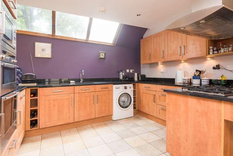 2 Bedrooms Semi Detached House for sale in Best Lane, Canterbury, CT1