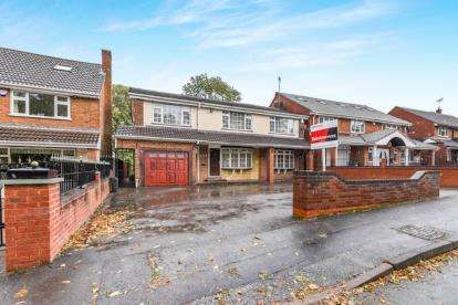 4 Bedrooms Detached House for sale in Birmingham Road, Walsall, West Midlands