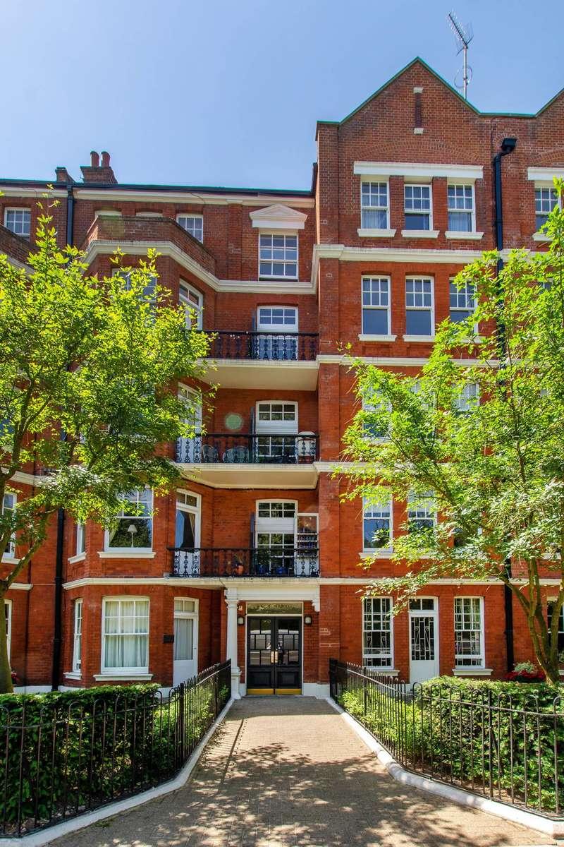 3 Bedrooms Flat for sale in Albert Bridge Road, Battersea Park, SW11