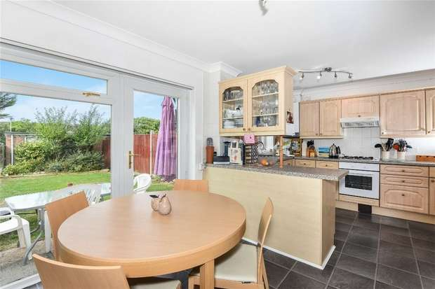 3 Bedrooms Semi Detached House for sale in Glamis Walk, Bedford