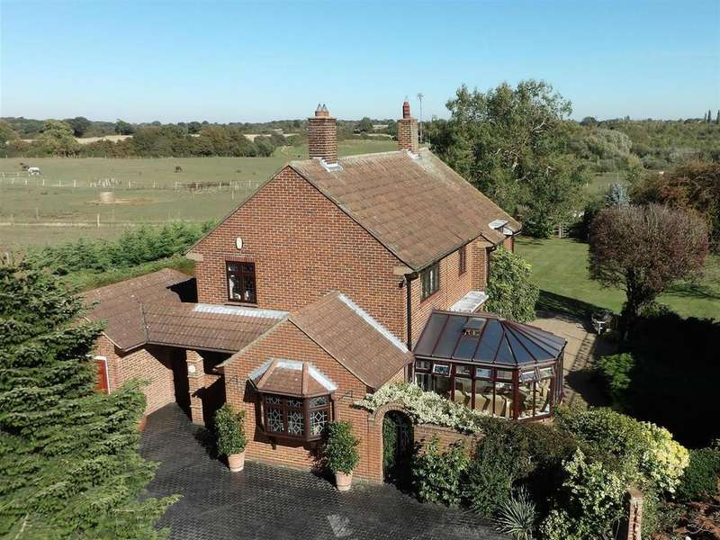 4 Bedrooms Detached House for sale in Main Road, Woodham Ferrers