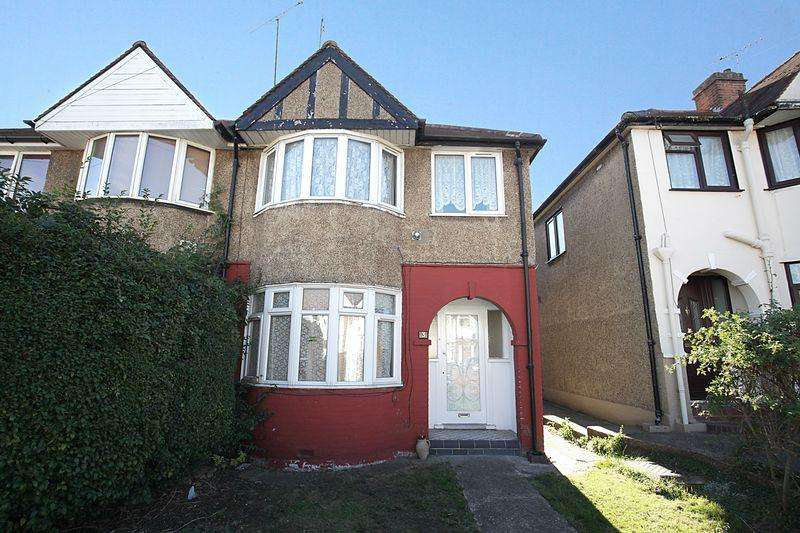 3 Bedrooms Semi Detached House for sale in ** Much Sought After Central Leagrave**