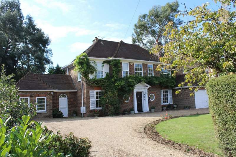 4 Bedrooms Detached House for sale in Woodside, WIGMORE, Kent