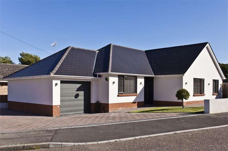 3 Bedrooms Detached Bungalow for sale in Stoborough Drive, BROADSTONE, Dorset
