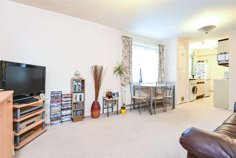 1 Bedroom Apartment Flat for sale in Dowding Court, Crowthorne, Berkshire, RG45