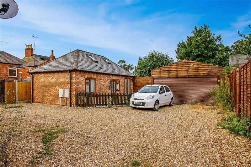 2 Bedrooms Cottage House for sale in Highbury Mews, New Bradwell, Milton Keynes, Bucks