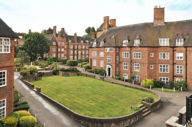 2 Bedrooms Flat for sale in Heathcroft Hampstead Way Hampstead Garden Suburb NW11
