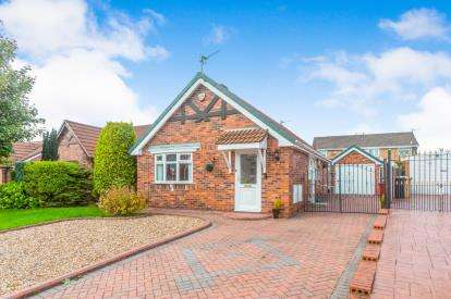 2 Bedrooms Bungalow for sale in St. Georges Avenue, Westhoughton, Bolton, Greater Manchester, BL5
