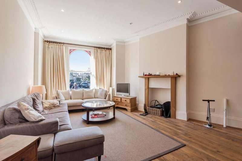 2 Bedrooms Flat for sale in Bovingdon Road, Fulham