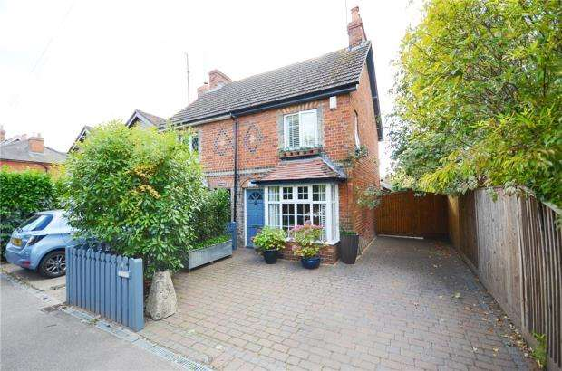 2 Bedrooms Semi Detached House for sale in Basingstoke Road, Spencers Wood, Reading