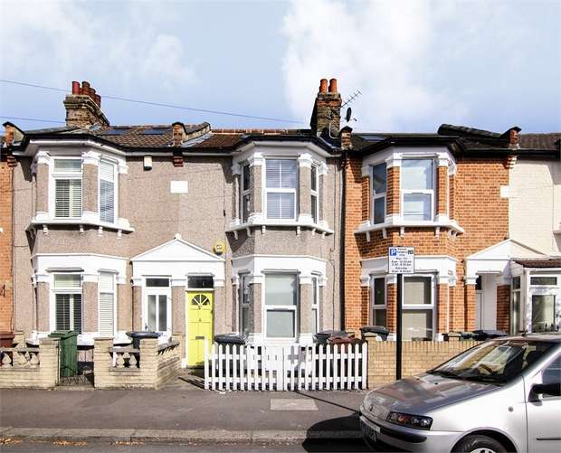 2 Bedrooms Flat for sale in Devonshire Road, Walthamstow, London