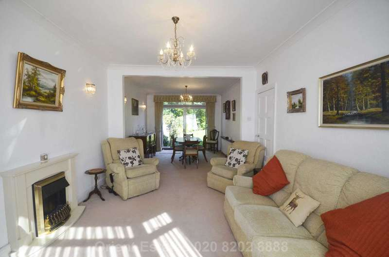 3 Bedrooms Semi Detached House for sale in Colindeep Ln, Hendon