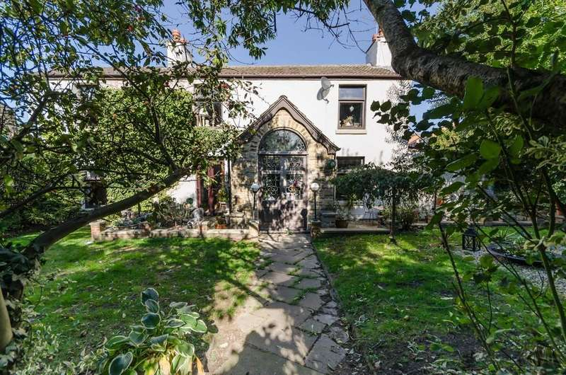 5 Bedrooms Detached House for sale in Wakefield Road, Ackworth