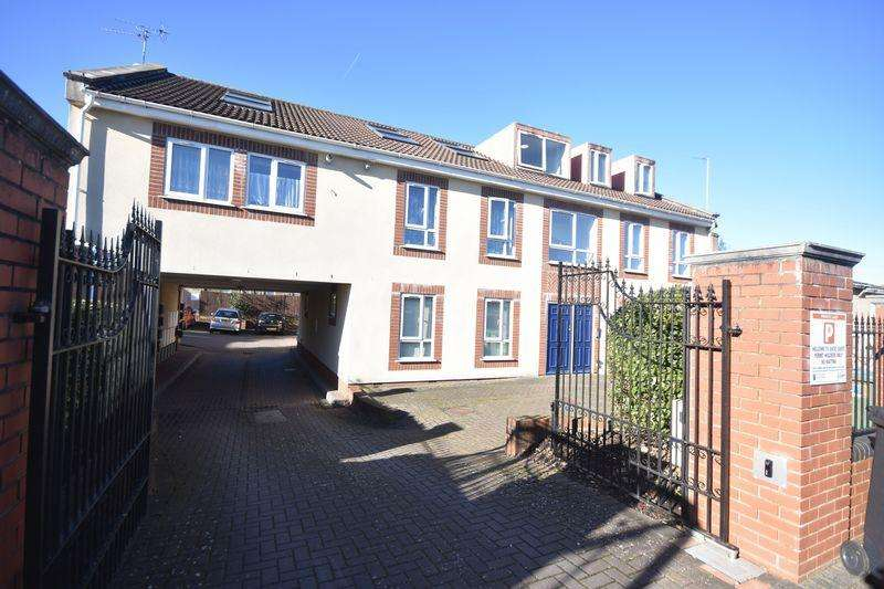 2 Bedrooms Apartment Flat for sale in Ducie Court Staple Hill