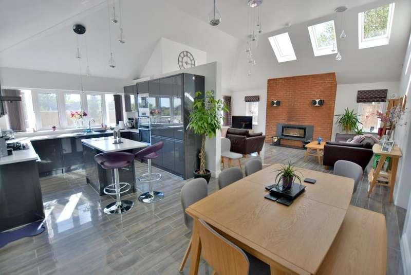 4 Bedrooms Detached Bungalow for sale in Gervis Crescent, Ashley Cross, Poole, BH14 0LR
