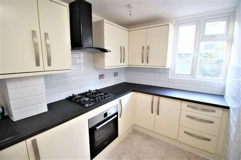3 Bedrooms Terraced House for sale in Station Crescent, London