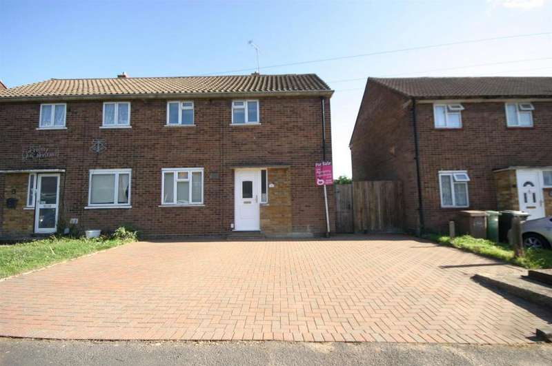 3 Bedrooms Semi Detached House for sale in Wodecroft Road, Runfold, Luton