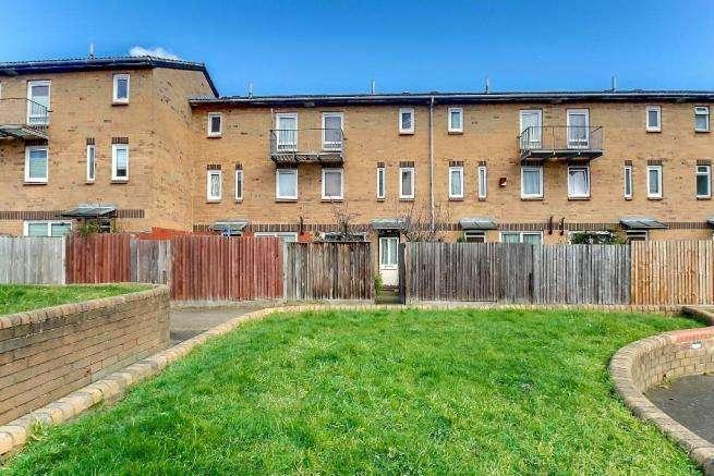 3 Bedrooms Maisonette Flat for sale in Beeston Close, London