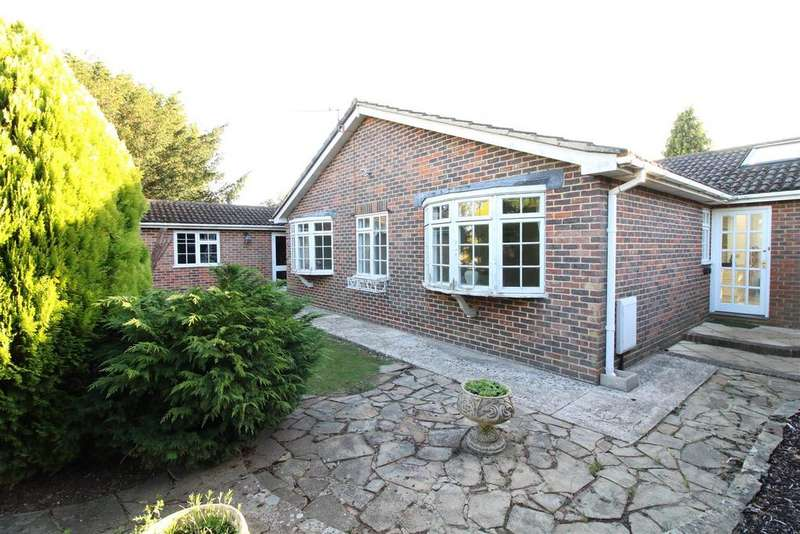 3 Bedrooms Detached Bungalow for sale in Oakdown Close, Whitchurch Hill, Reading