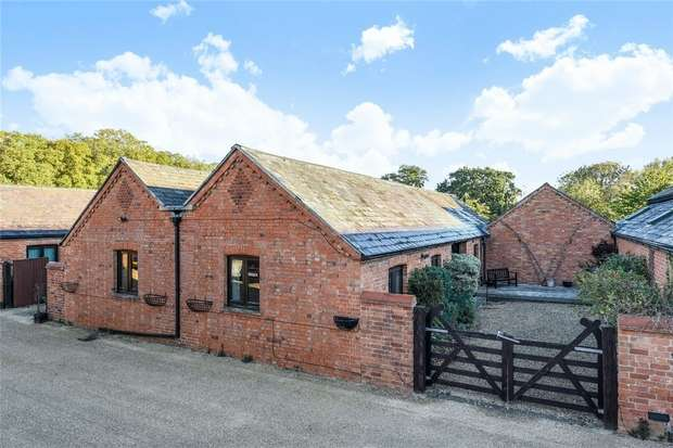 4 Bedrooms Barn Conversion Character Property for sale in Coplowe Lane, Bletsoe, Bedford
