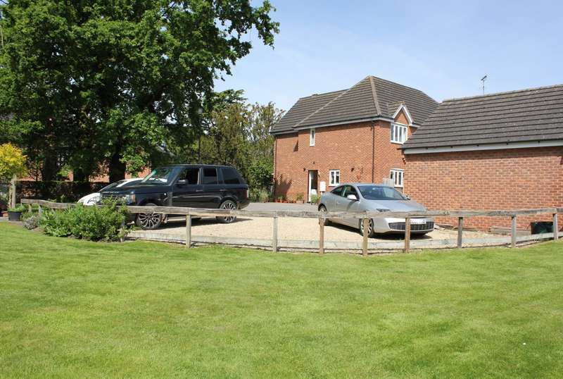5 Bedrooms Detached House for sale in Spruce Drive, Retford, DN22