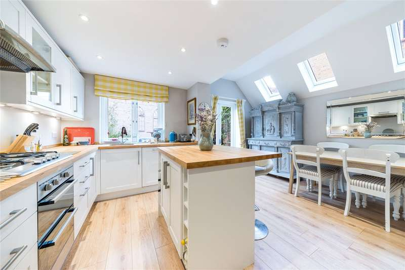 2 Bedrooms Flat for sale in Chesson Road, Fulham, London, W14