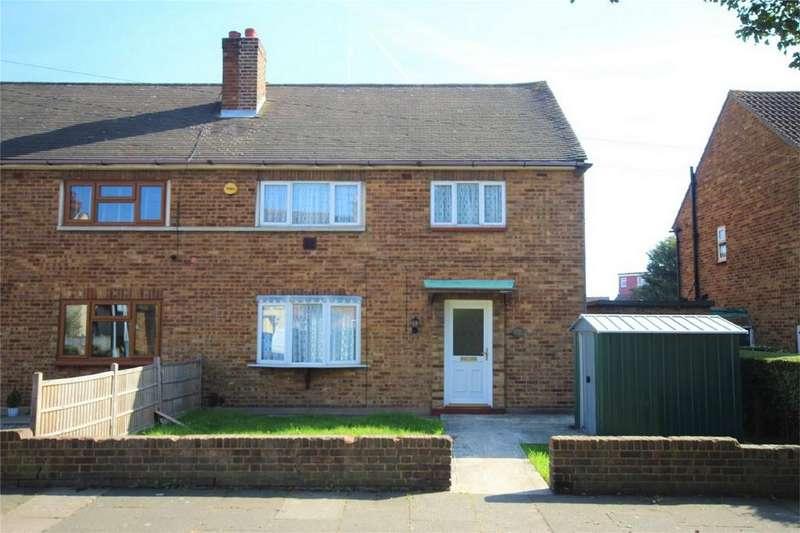 3 Bedrooms Semi Detached House for sale in Burwood Gardens, Rainham, Essex