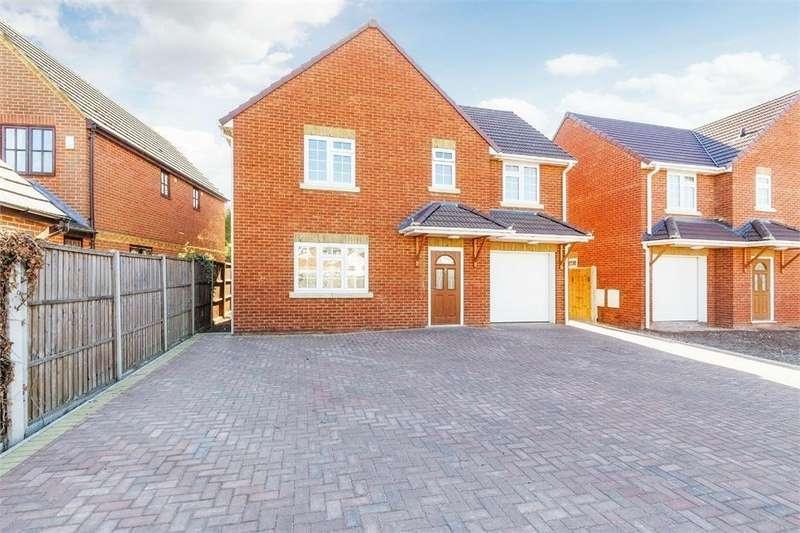 4 Bedrooms Detached House for sale in Clyde Close, Slough, Berkshire