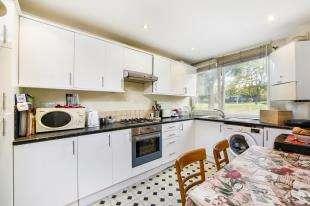 4 Bedrooms Flat for sale in Carey Gardens, Battersea, London
