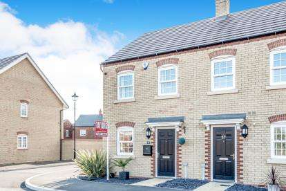 2 Bedrooms End Of Terrace House for sale in Carding Way, Kempston, Bedford, Bedfordshire