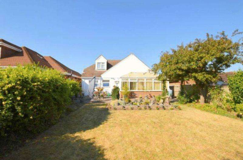 4 Bedrooms Bungalow for sale in Large property with expansive rear garden, Grasmere Road
